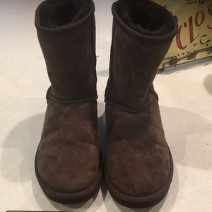 Women's authentic uggs brown euc size 6